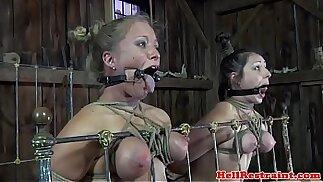 Restricción de la boca amordazada sustitutos jugado en el trío