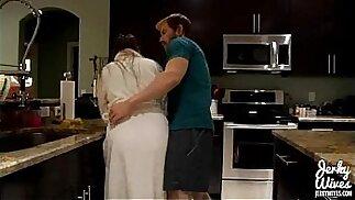 Melanie Hicks in Mommas Boy (DVD)