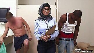 Mia Khalifa la pornostar araba misura il cazzo bianco VS il cazzo nero (mk13768)