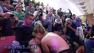 sesso in uno stadio pubblico