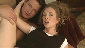 La moglie sexy trasforma il marito in un cazzone