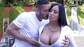 Porn outdoor sex with curvy lady and her young neighbor