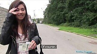 Agente pubblico Asian cutie scopata da un estraneo per soldi